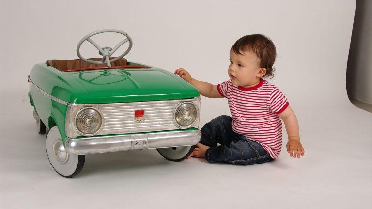 Enfant-et-voiture